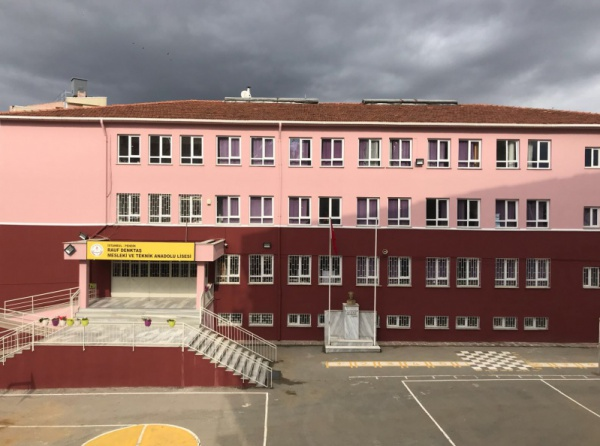 Rauf Denktaş Çok Programlı Anadolu Lisesi